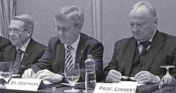 Der deutsche Botschafter Axel Hartmann informiert gemeinsam mit Peter Linnert (Sales Manager Akademie, Wien) und Professor Juraj Stern über Pläne zur Gründung einer deutschsprachigen Hochschule in der Slowakei (2011)